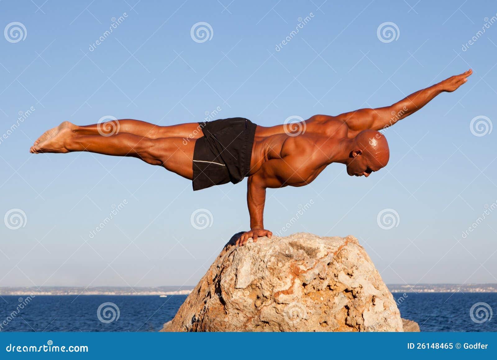 Homme intense d équilibre