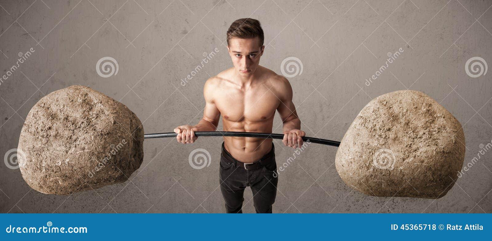 Homme musculaire soulevant de grands poids de pierre de roche