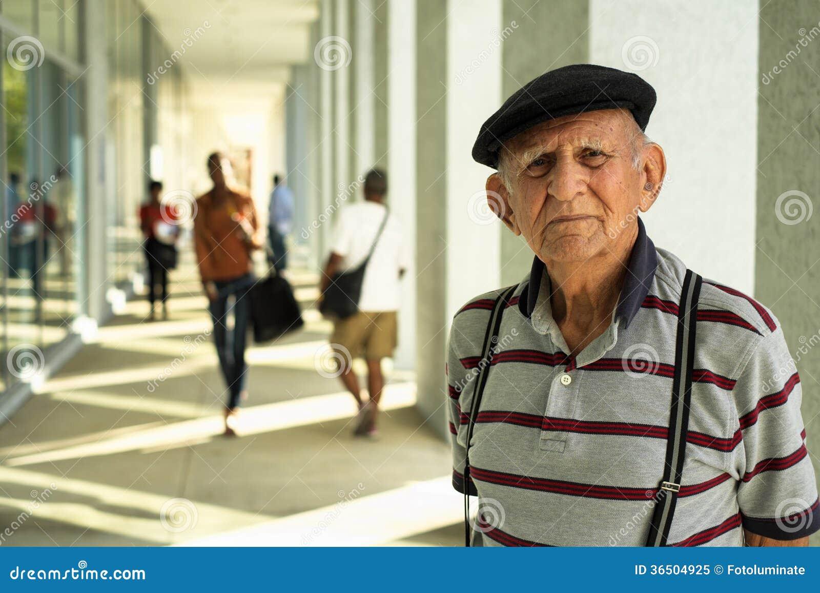 Homme plus âgé