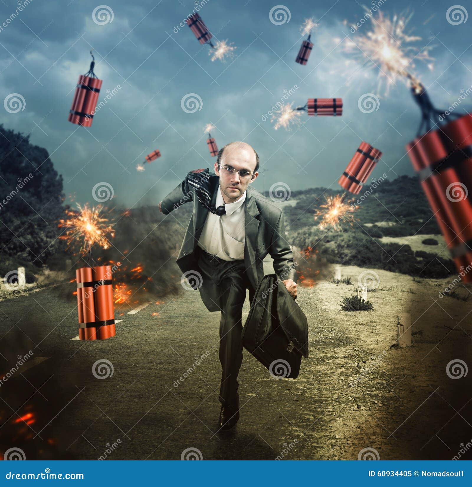 Homme s échappant de la dynamite éclatant