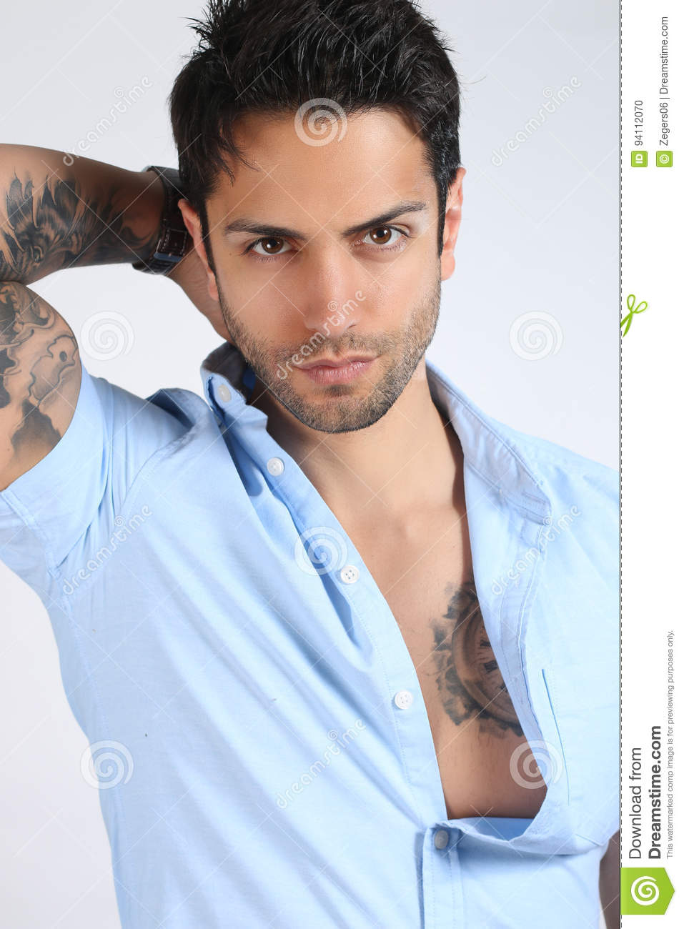 homme musculaire avec le tatouage stock photos 1 562 images. Black Bedroom Furniture Sets. Home Design Ideas