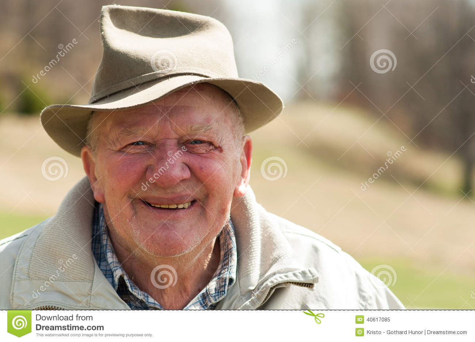 Homme supérieur avec le chapeau extérieur