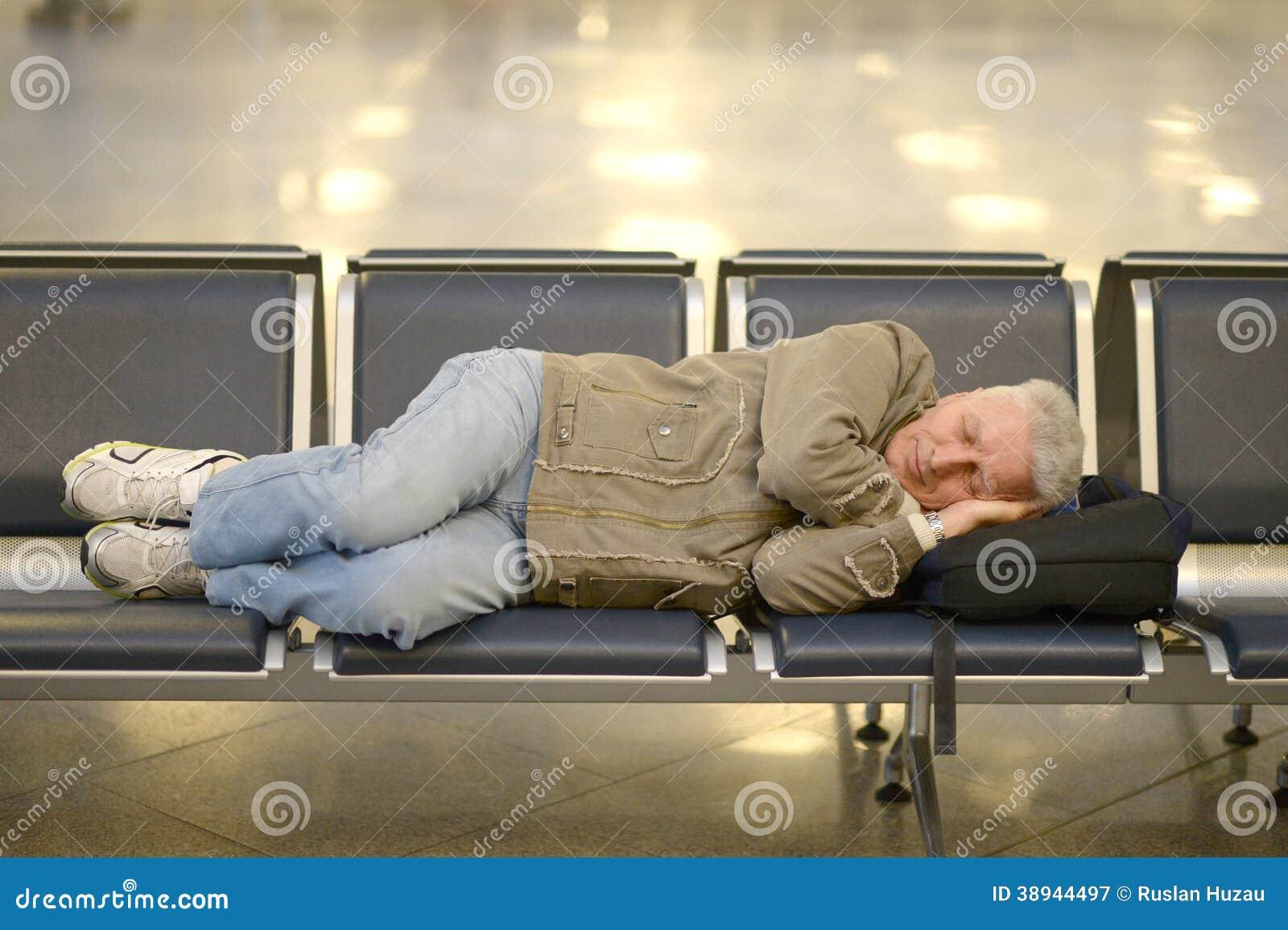 Homme supérieur dans l aéroport