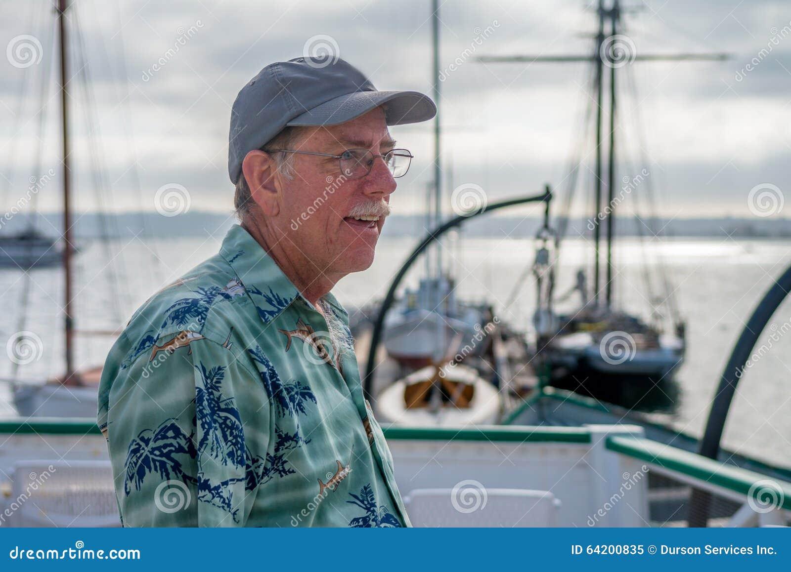 Homme sur un bateau