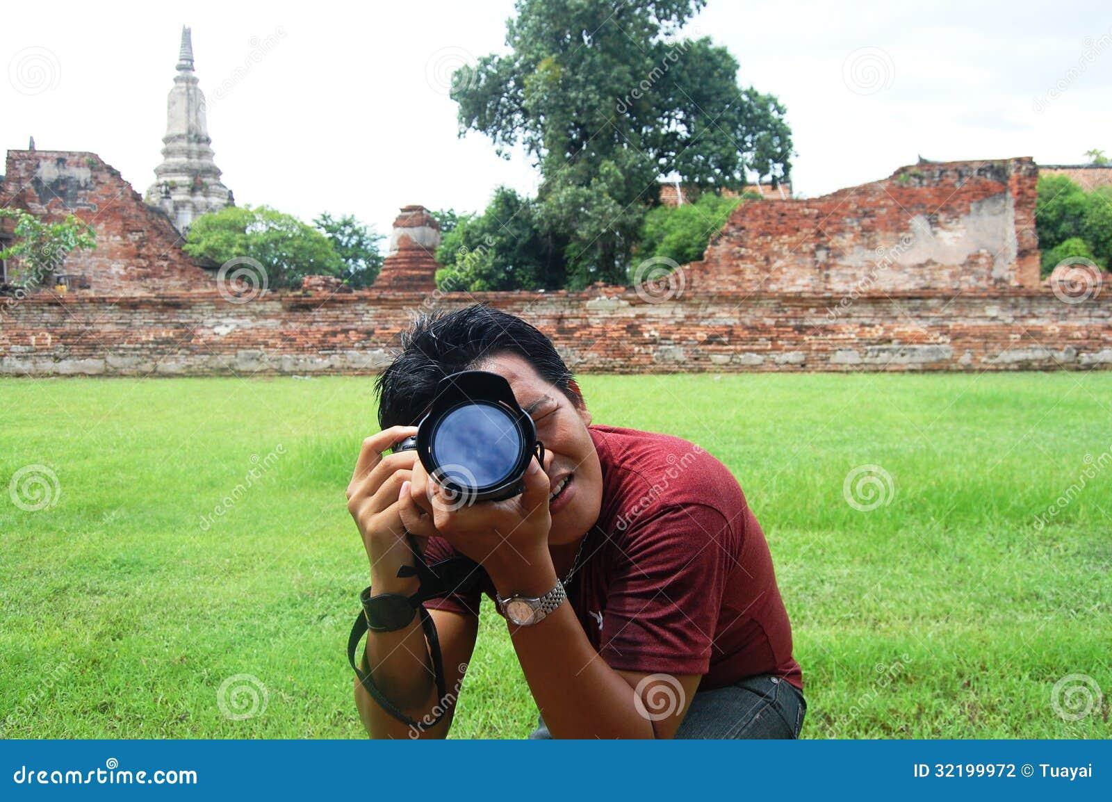 Homme thaïlandais de portrait au temple Ayutthaya, Thaïlande de la Thaïlande Putthaisawan