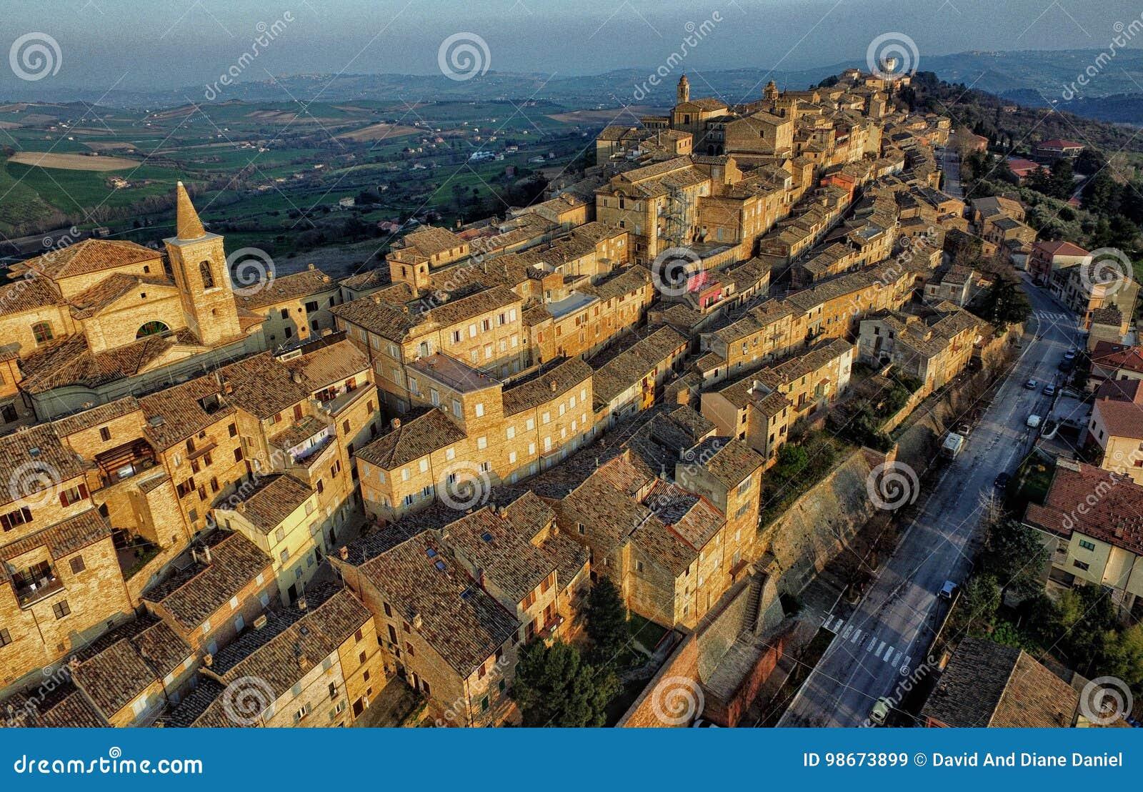 Hommelfoto van Treia, Macerata, Marche Italië