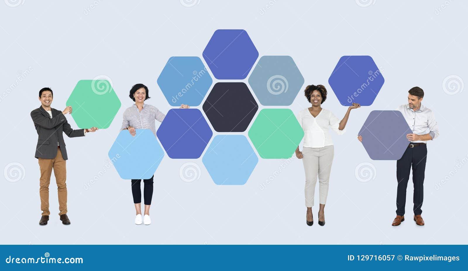 Hommes d affaires avec les tableaux reliés d hexagone