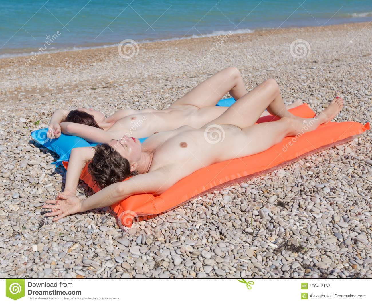 Naked sunbathing pictures