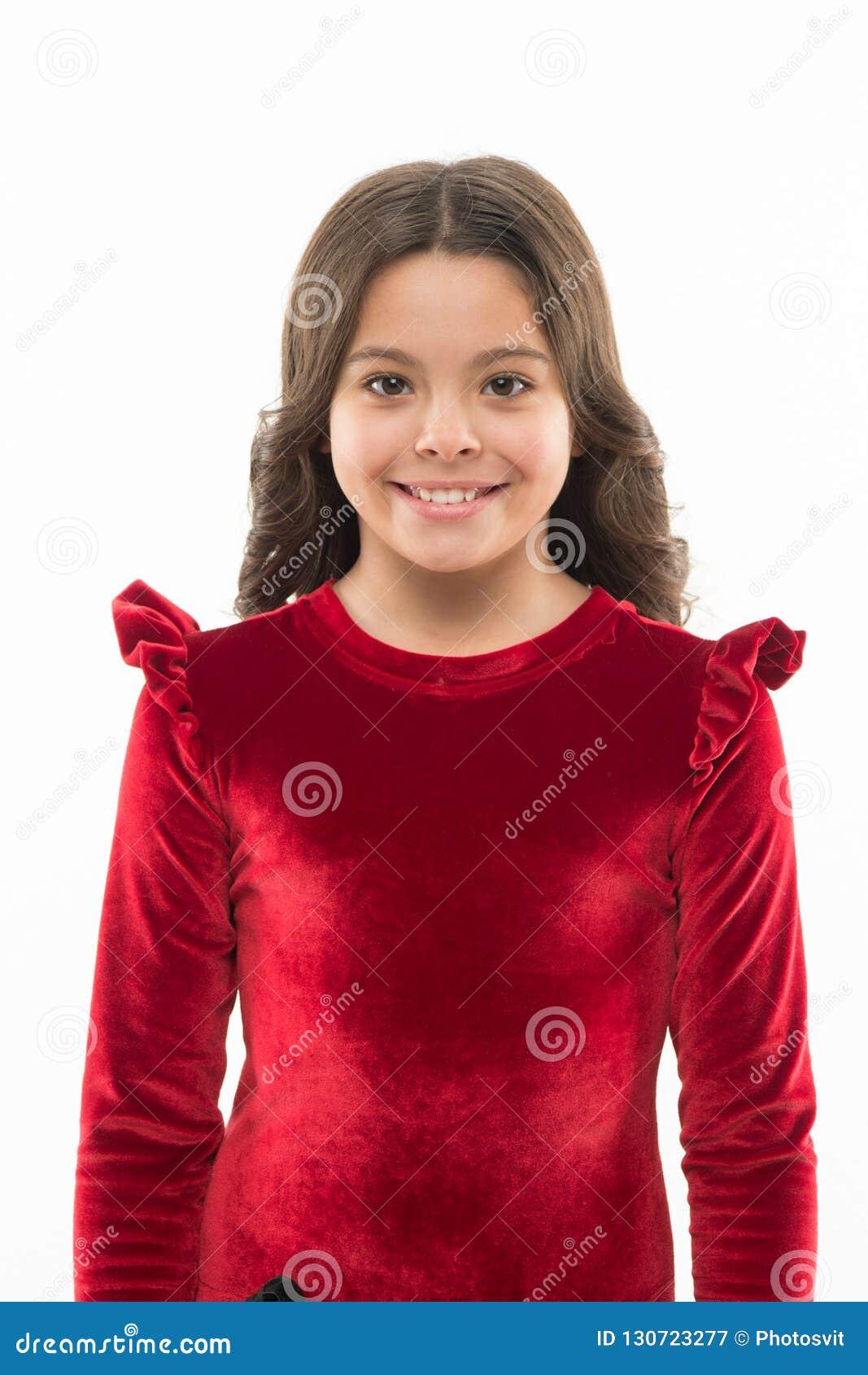 Hon fick stor stil fashion flickan Förtjusande flickabarn i trendig kläder Liten unge med stilfullt långt hår Lyckligt