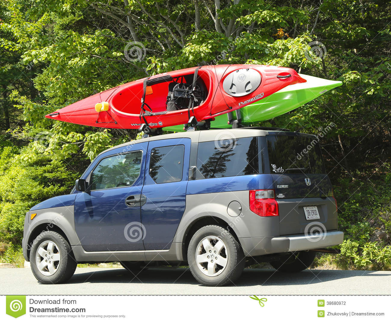 honda element minivan loaded with kayaks editorial photography   image 38680972