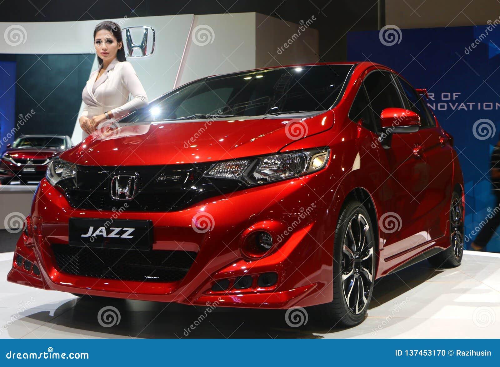Honda Jazz-vervaardiging door Honda Motor-Bedrijf, Ltd van Japan, tijdens wordt getoond die