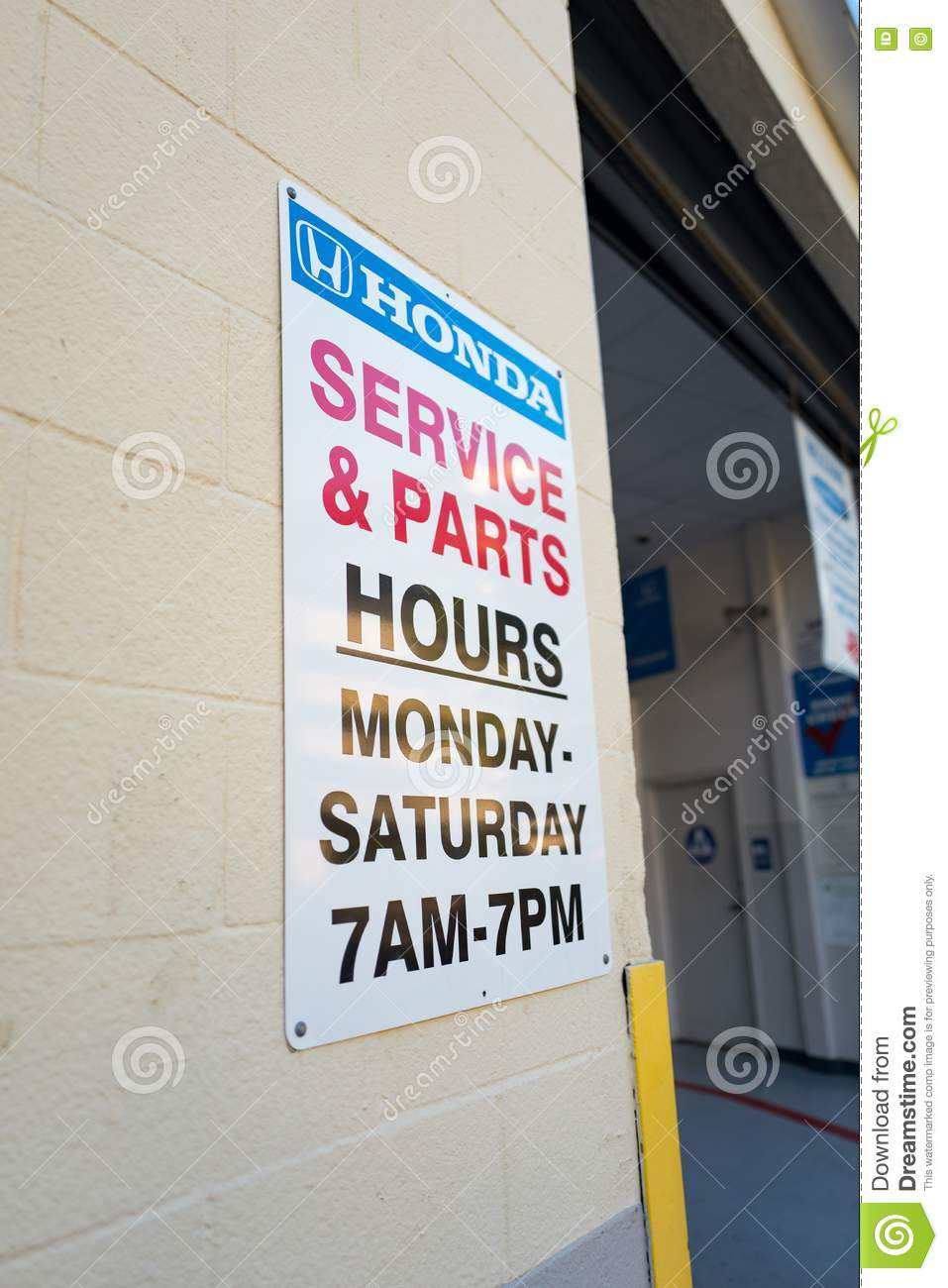 Walnut Creek, United States   September 21, 2016: Sign For A Honda  Automotive Service Center In The San Francisco Bay Area Town Of Walnut  Creek, California