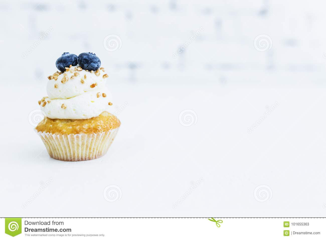 Honey capcake with mascarpone cream with blueberries and nuts.