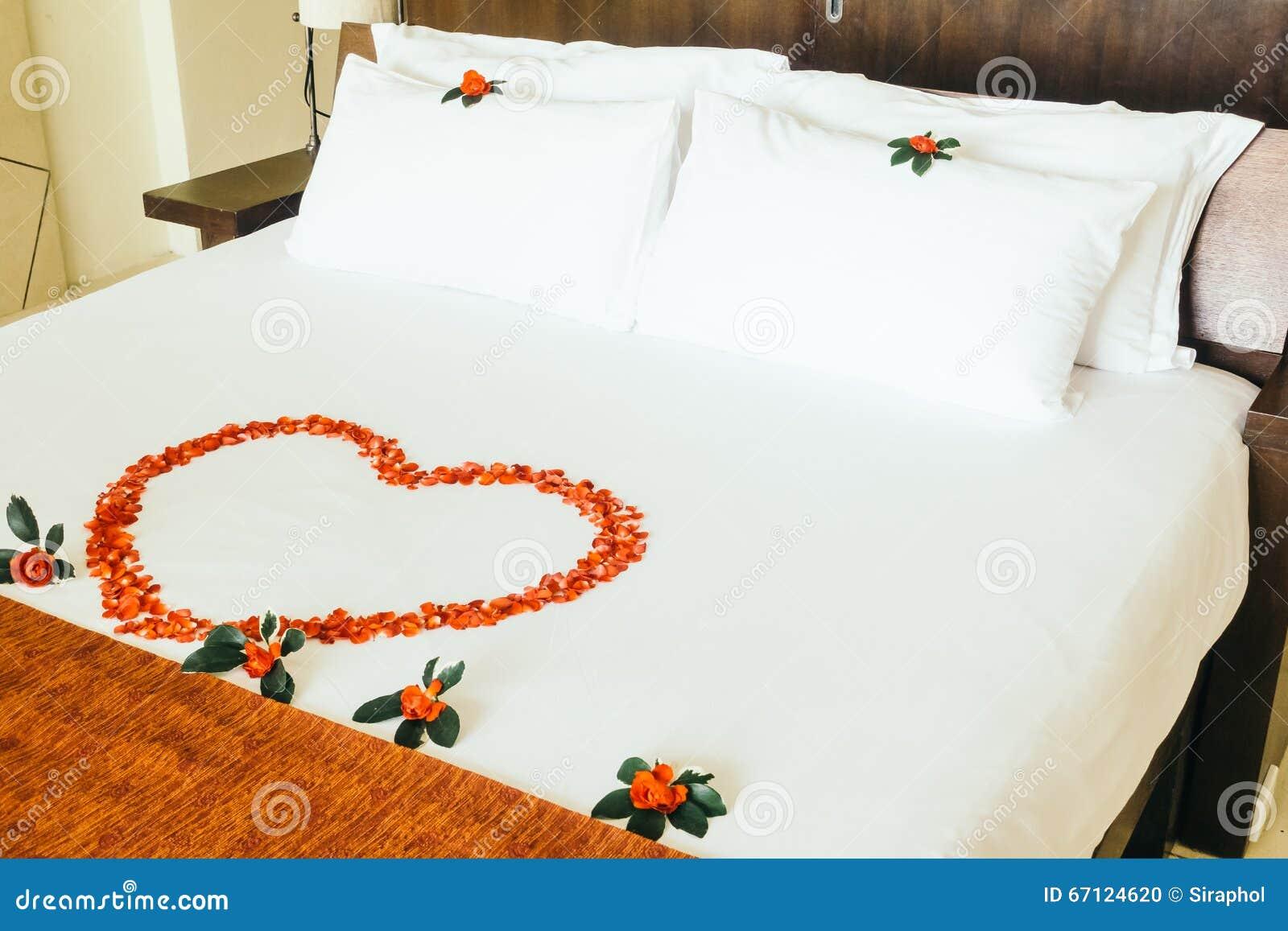 Honeymoon bed stock photo. Image of room, swan, hotel - 67124620