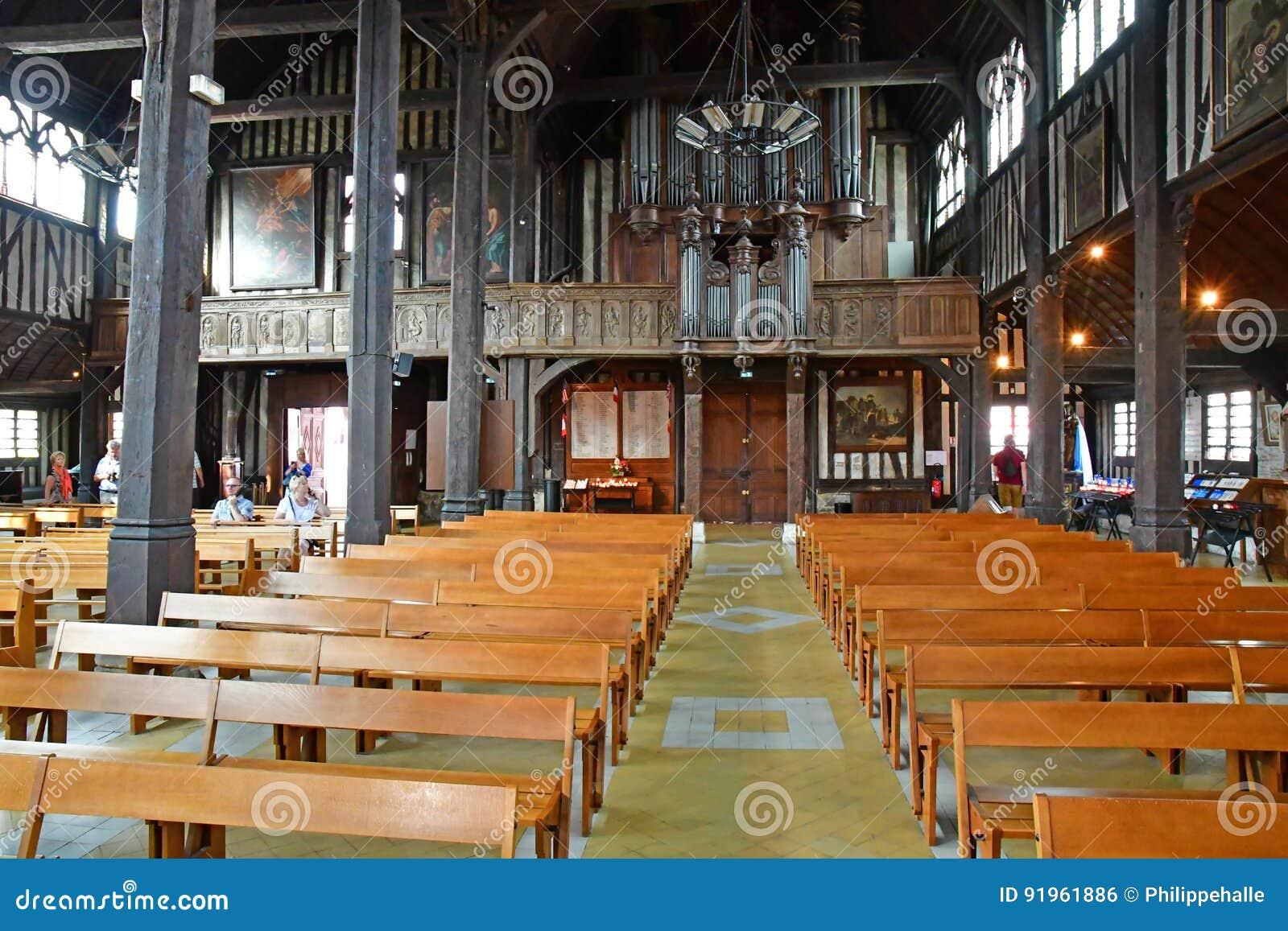 Honfleur, Франция - 18-ое августа 2016: Церковь Sainte Катрина