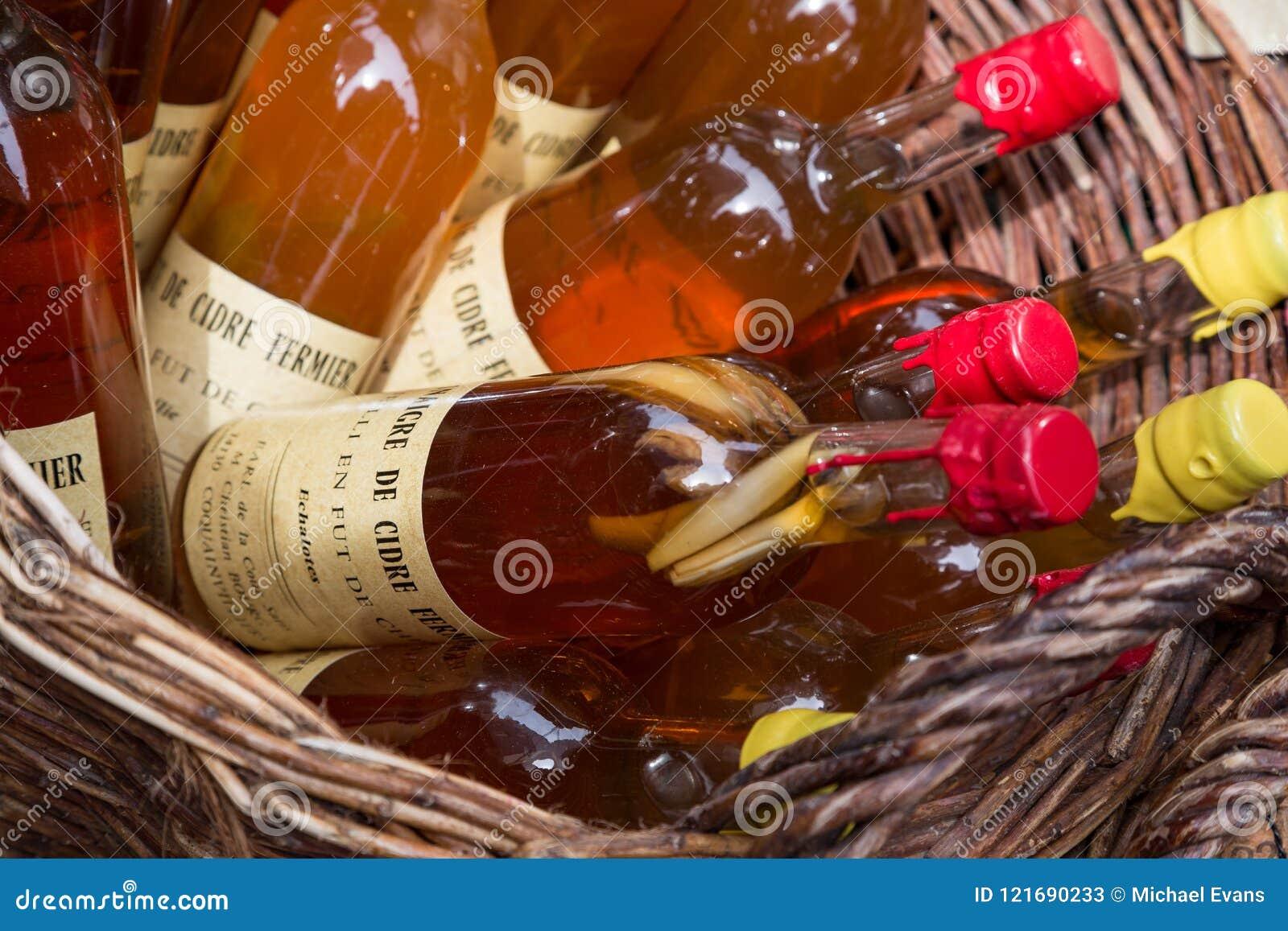 Honfleur Normandië mag 4de 2013: Een selectie van ciders bij een winkel
