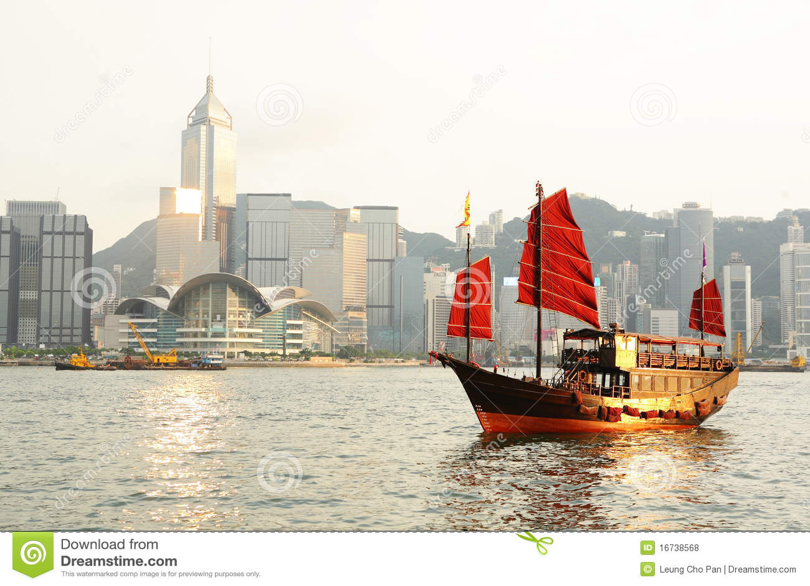 Hong Kong avec la camelote de touristes