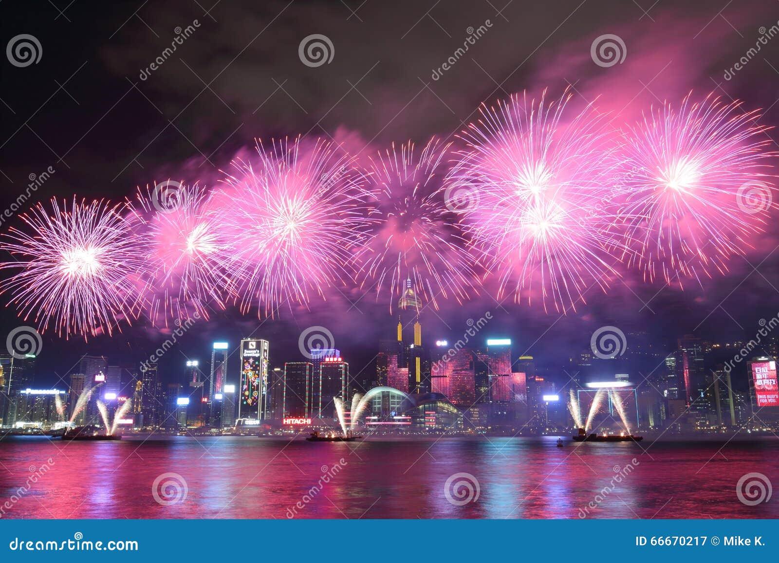 Hong Kong: Exhibición china 2016 de los fuegos artificiales del Año Nuevo