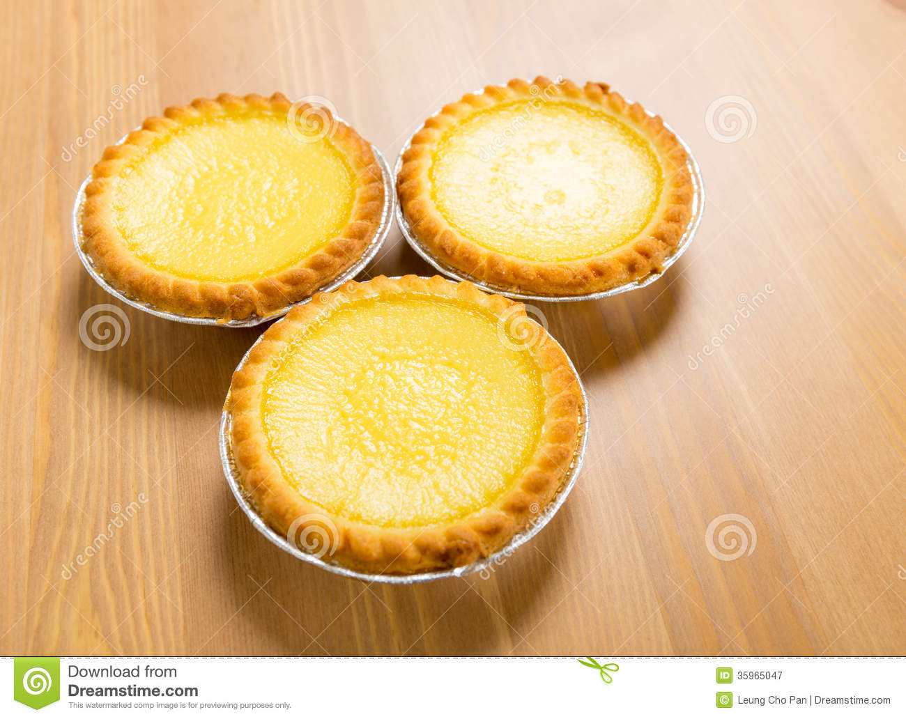 Hong kong local food egg tart stock image image 35965047 for Cuisine x hong kong
