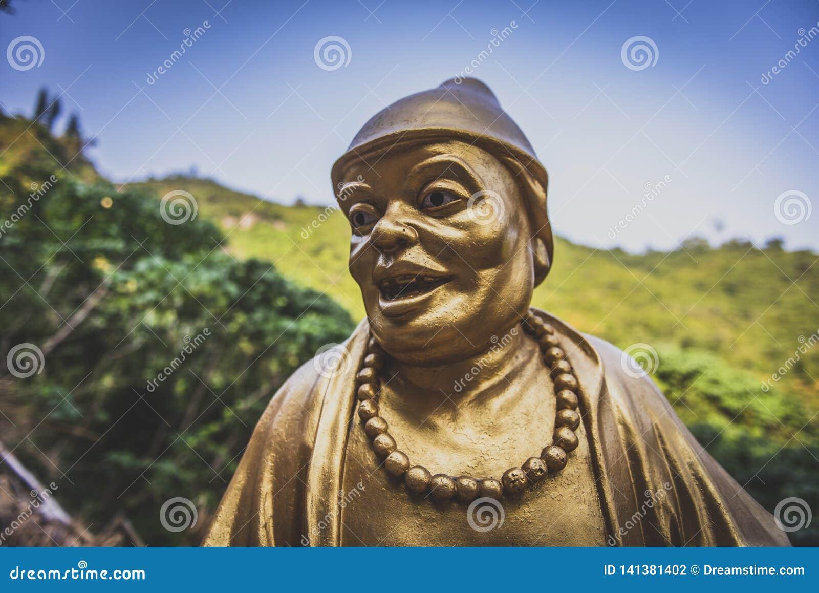 Hong Kong man feta Sze för November 2018 - tio tusen Buddhakloster