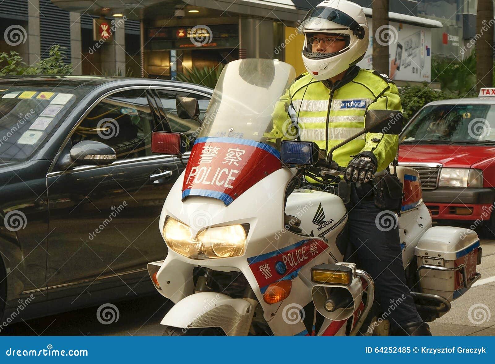 Hong Kong - Polizist auf dem Motorrad
