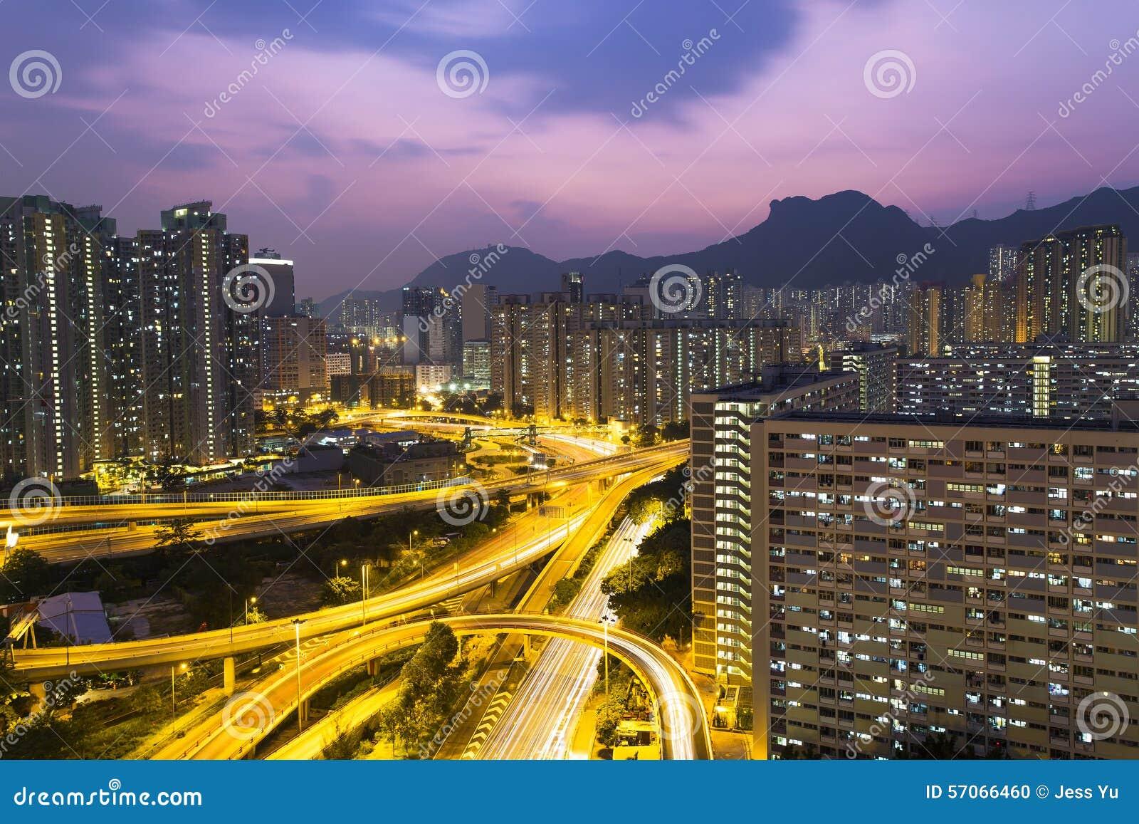 Hong Kong-verkeer onder Lion Rock-heuvel