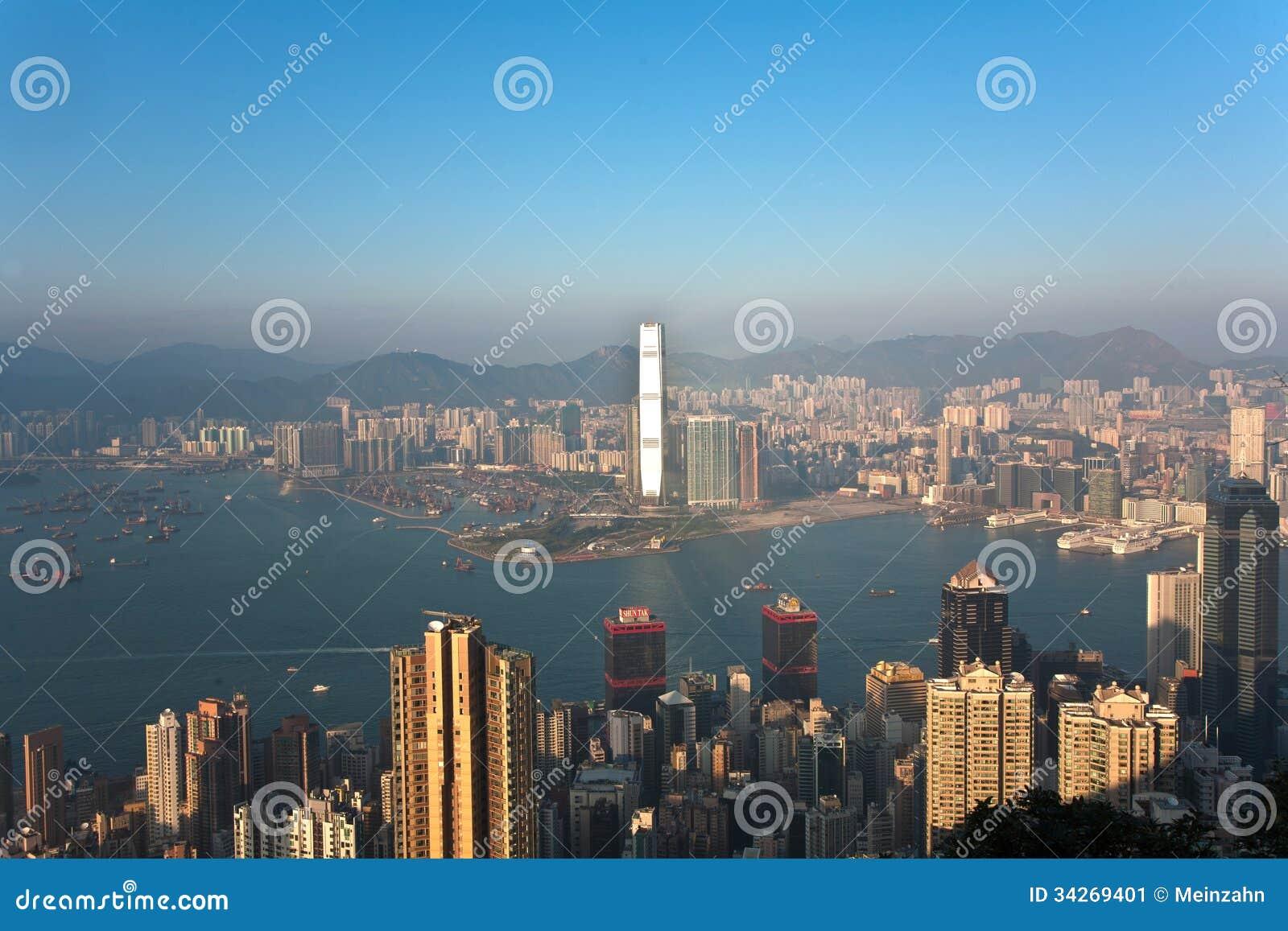 KOWLOON, HONGKONG - JANUARY 9: Hong Kong view from Victoria Peak to ...