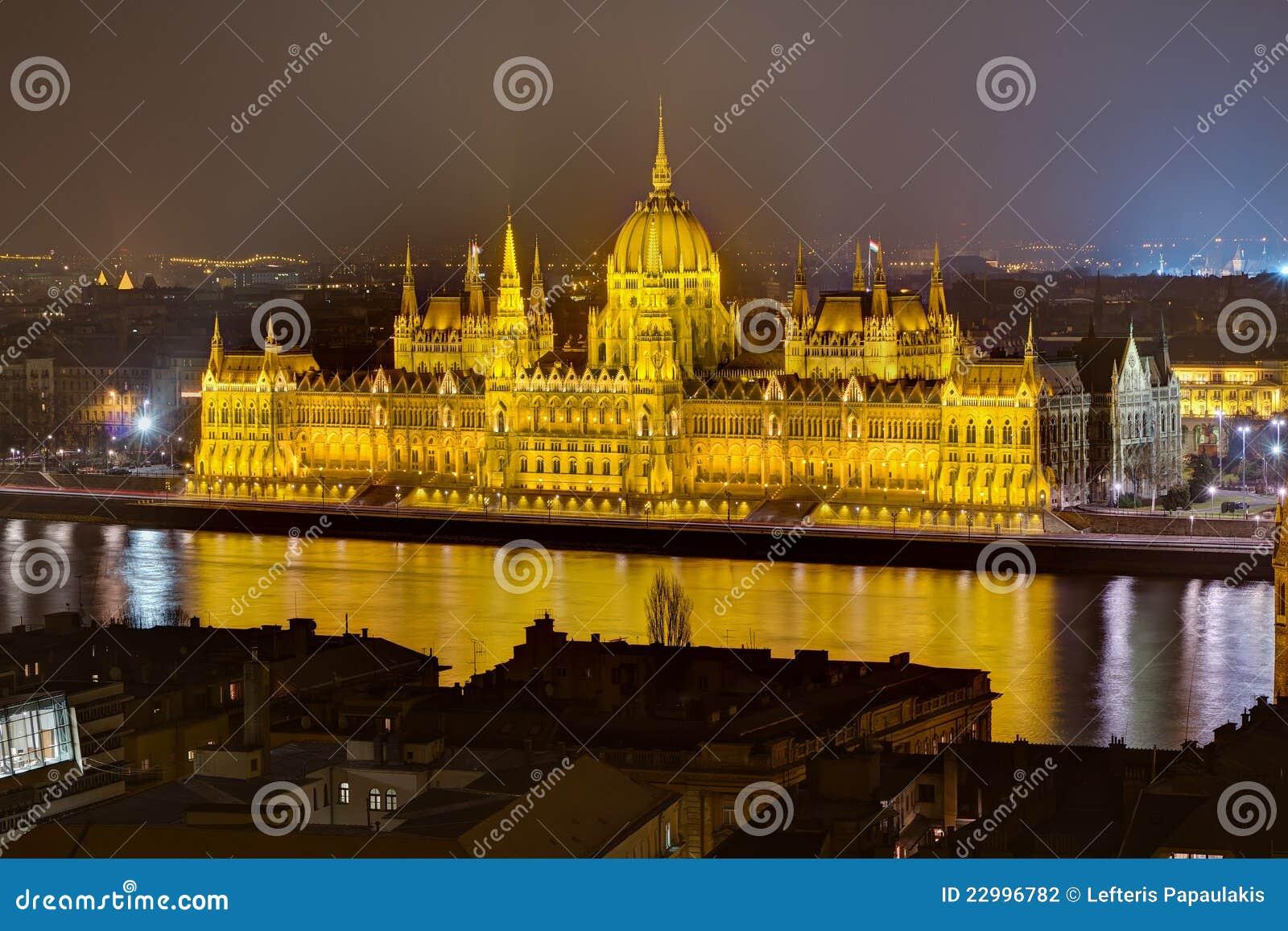Hongaarse de nachtmening van het parlement boedapest hongarije stock foto afbeelding 22996782 - Het upgraden van m ...