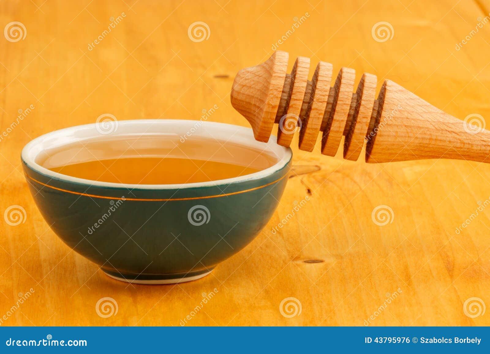 Honing in kom met dipper