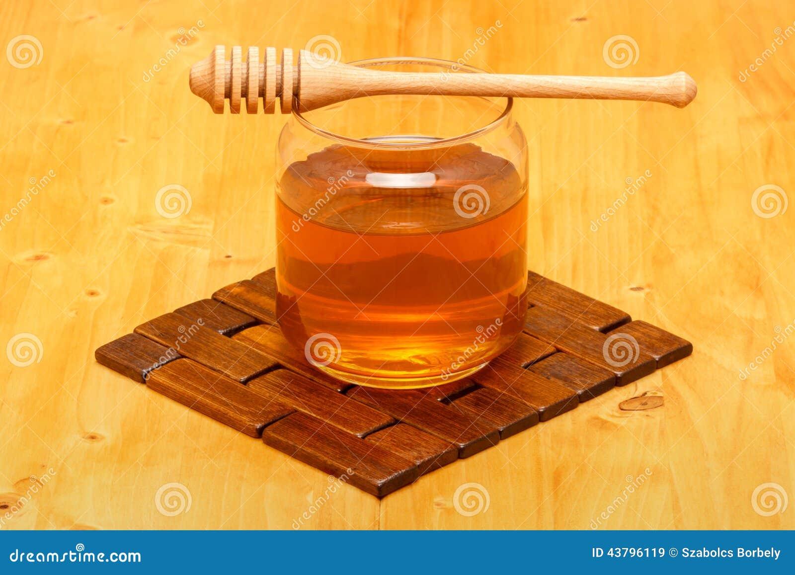 Honing in kruik met dipper