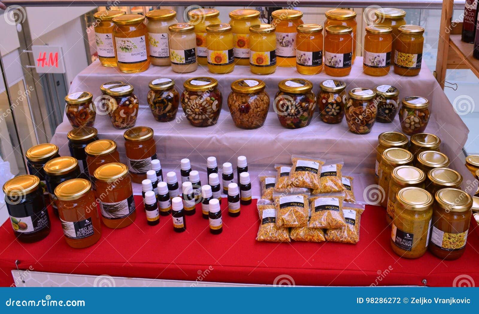 Honingsproducten op vertoning voor verkoop