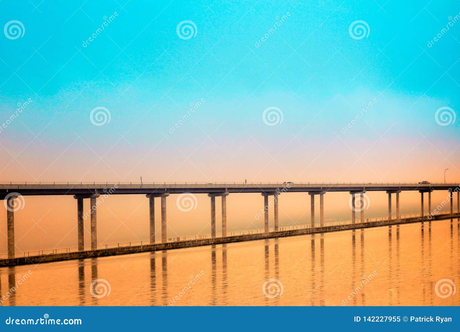 Hood Canal Bridge avec l orange et le Teal Sunset