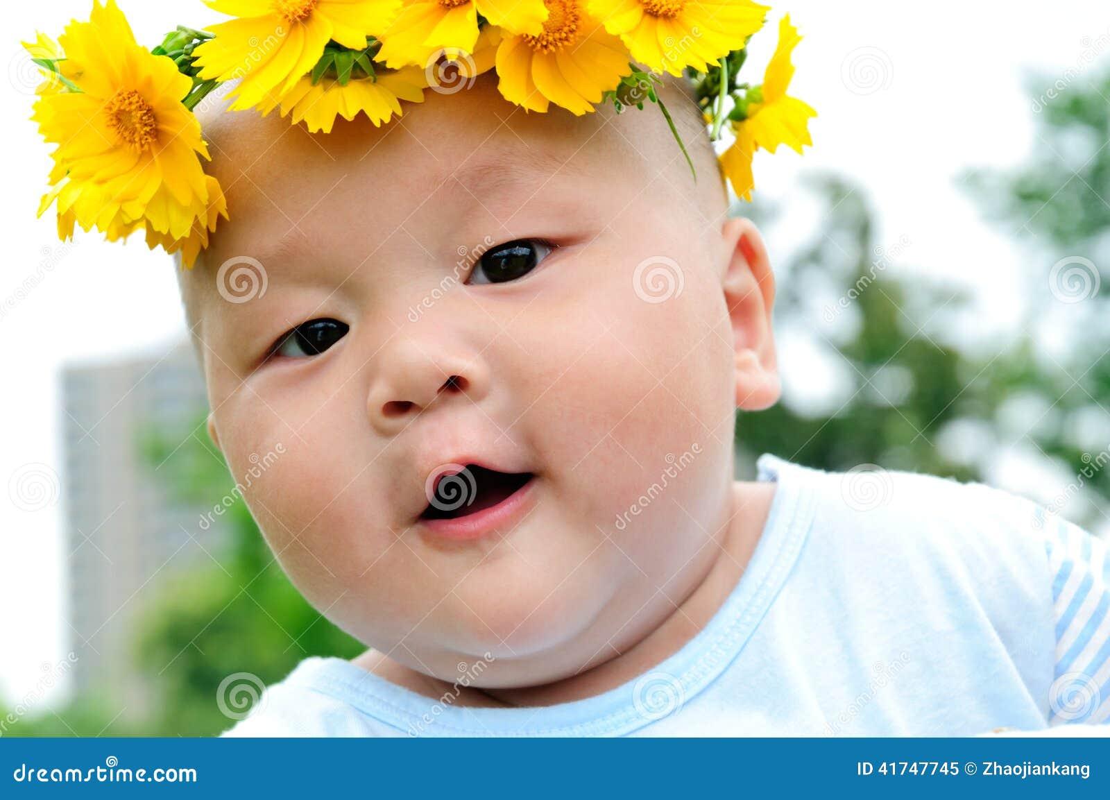 Hoofd dragend een kroon van mooie babys stock afbeelding afbeelding 41747745 - Een mooie kamer van een mooie meid ...