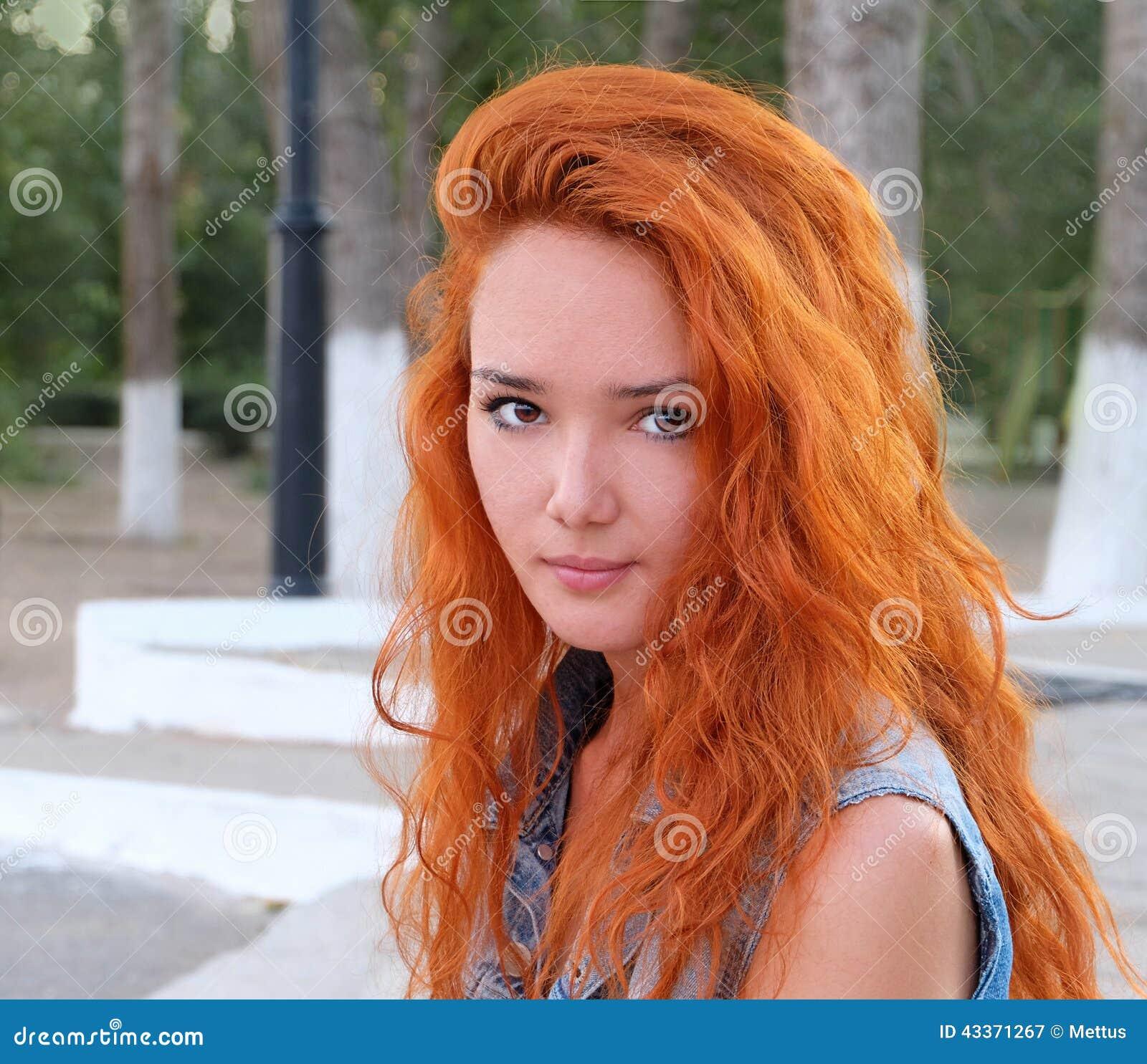 ontspannend volwassen rood haar
