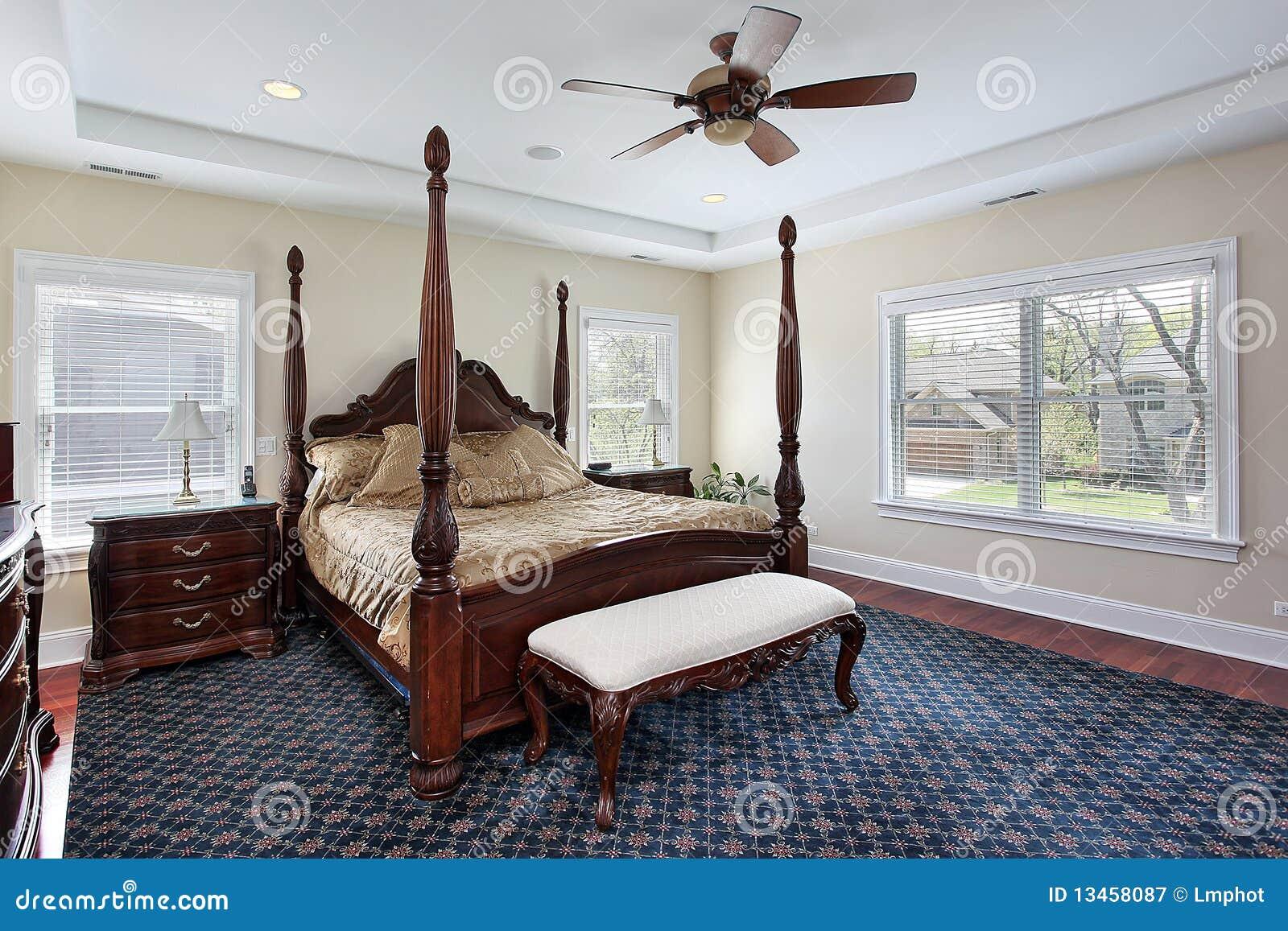 Hoofd slaapkamer met in een nis gezet plafond royalty vrije stock ...