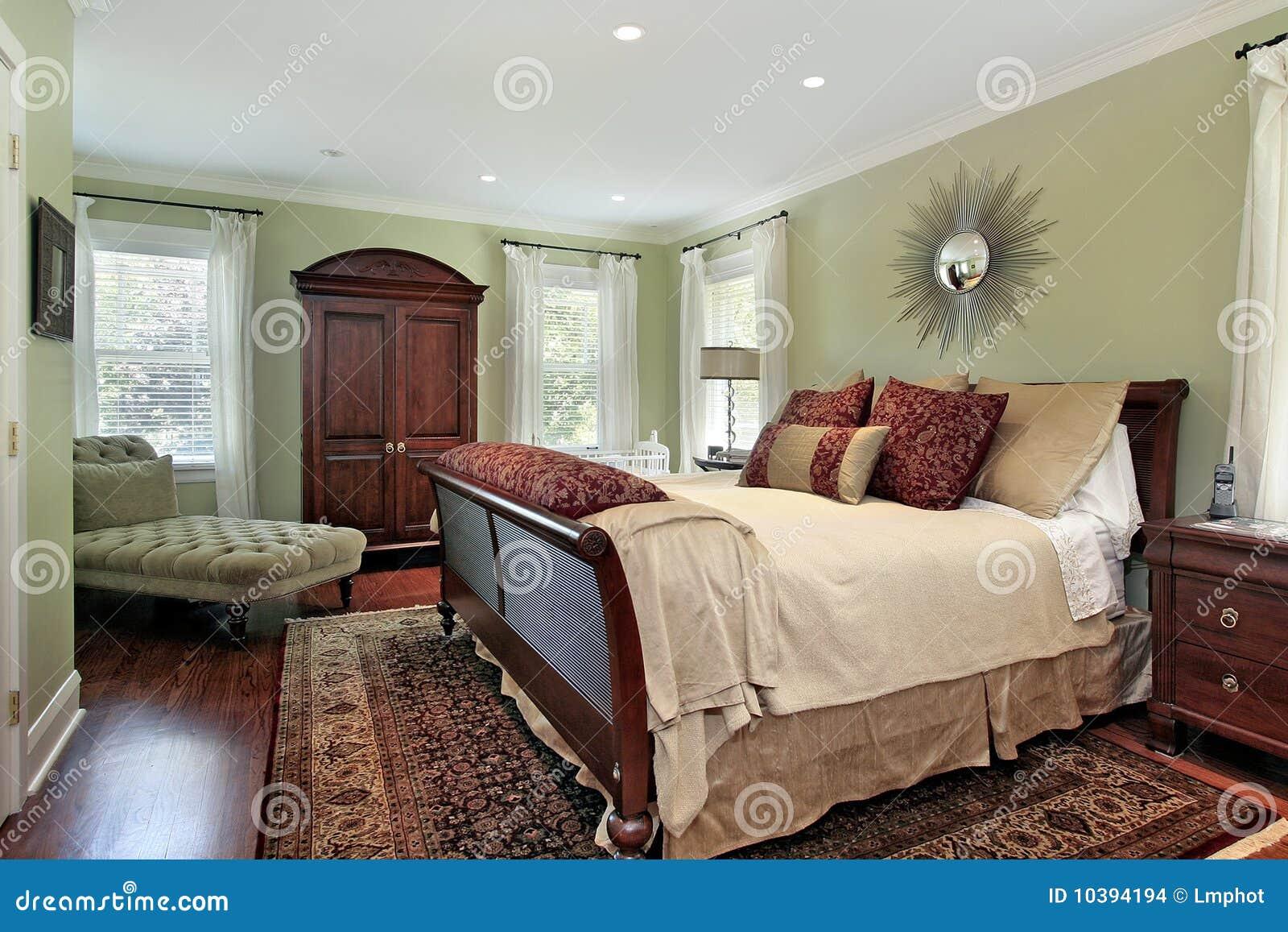 Hoofd Slaapkamer Met Groene Muren Stock Foto - Afbeelding bestaande ...
