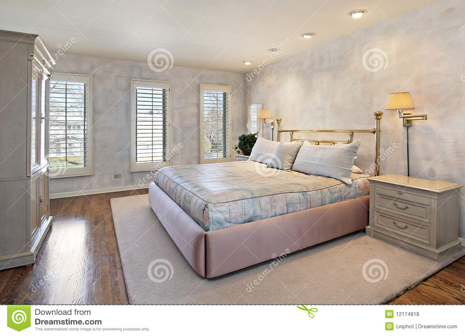 Hoofd slaapkamer met houten vloeren royalty vrije stock foto 39 s beeld 12174818 - Slaapkamer houten ...