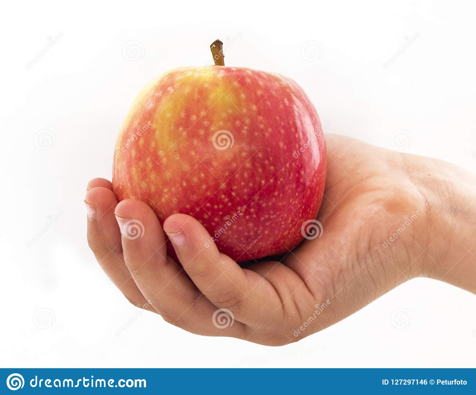 Hoofdholding een rode en gele appel