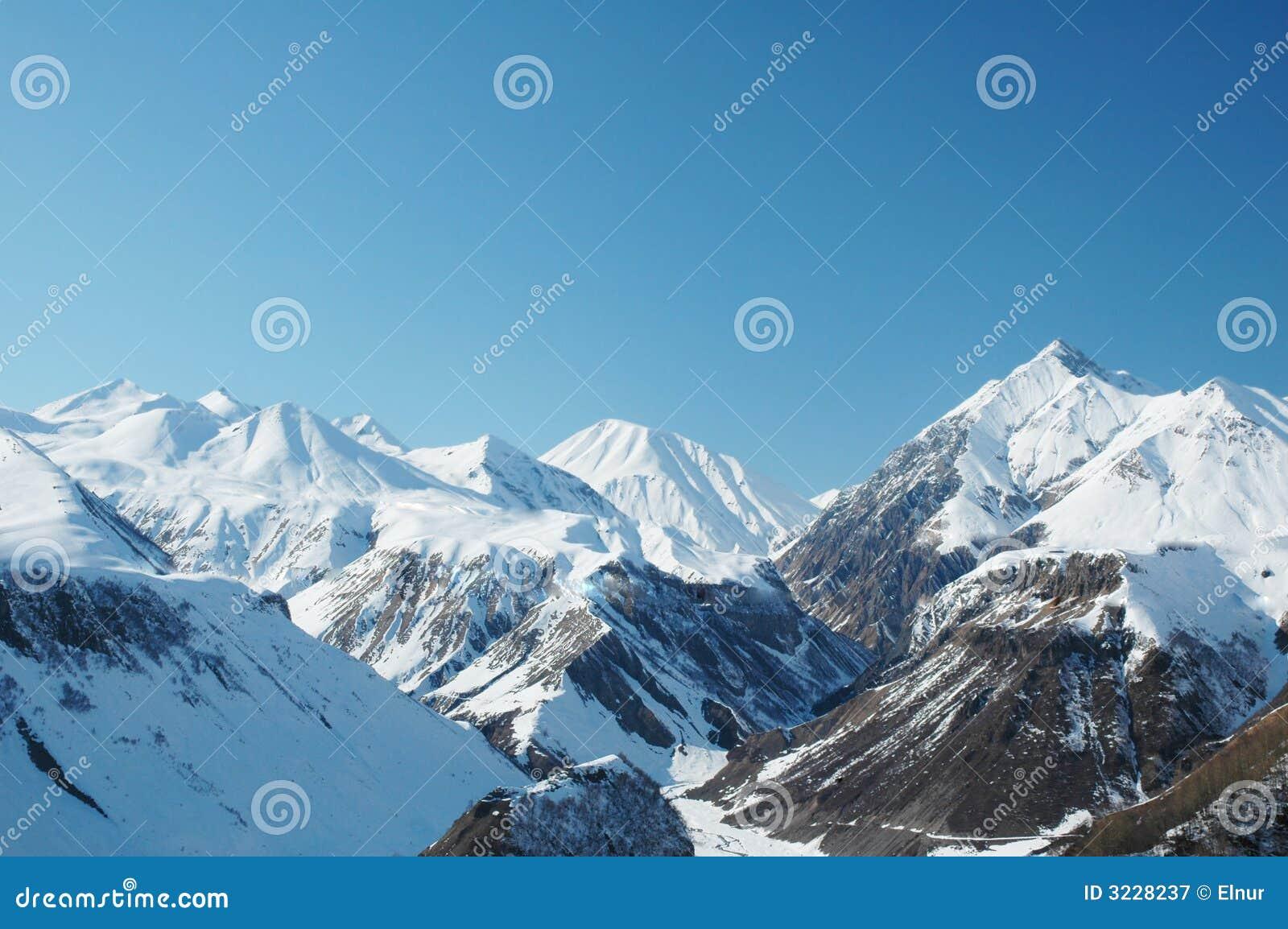 Hooggebergte onder sneeuw