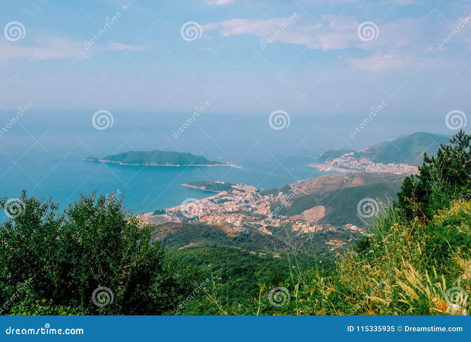 Hoogste mening over Budva Riviera van bergen