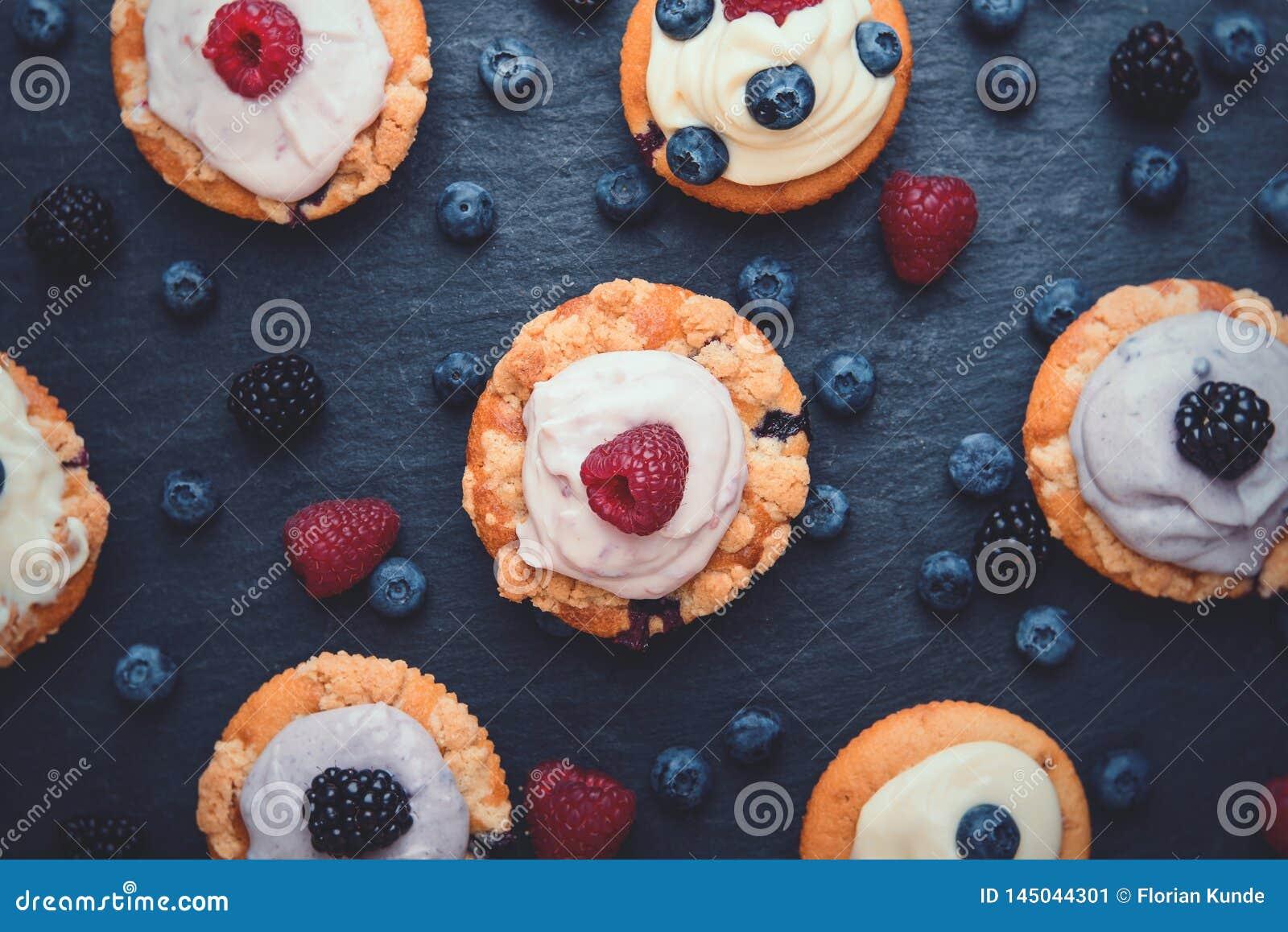Hoogste mening van Berry Cupcakes met romig bovenste laagje