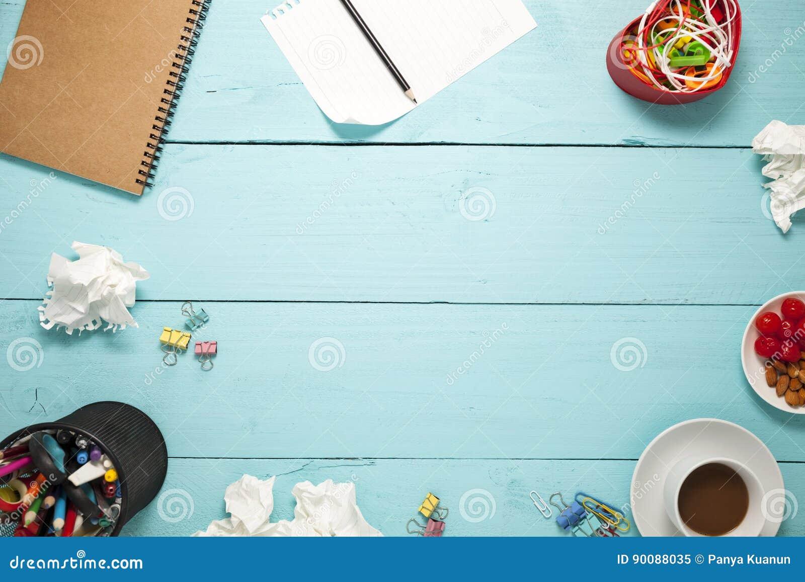Hoogste mening van Leeg document en potlood, koffie, amandel, kers, en