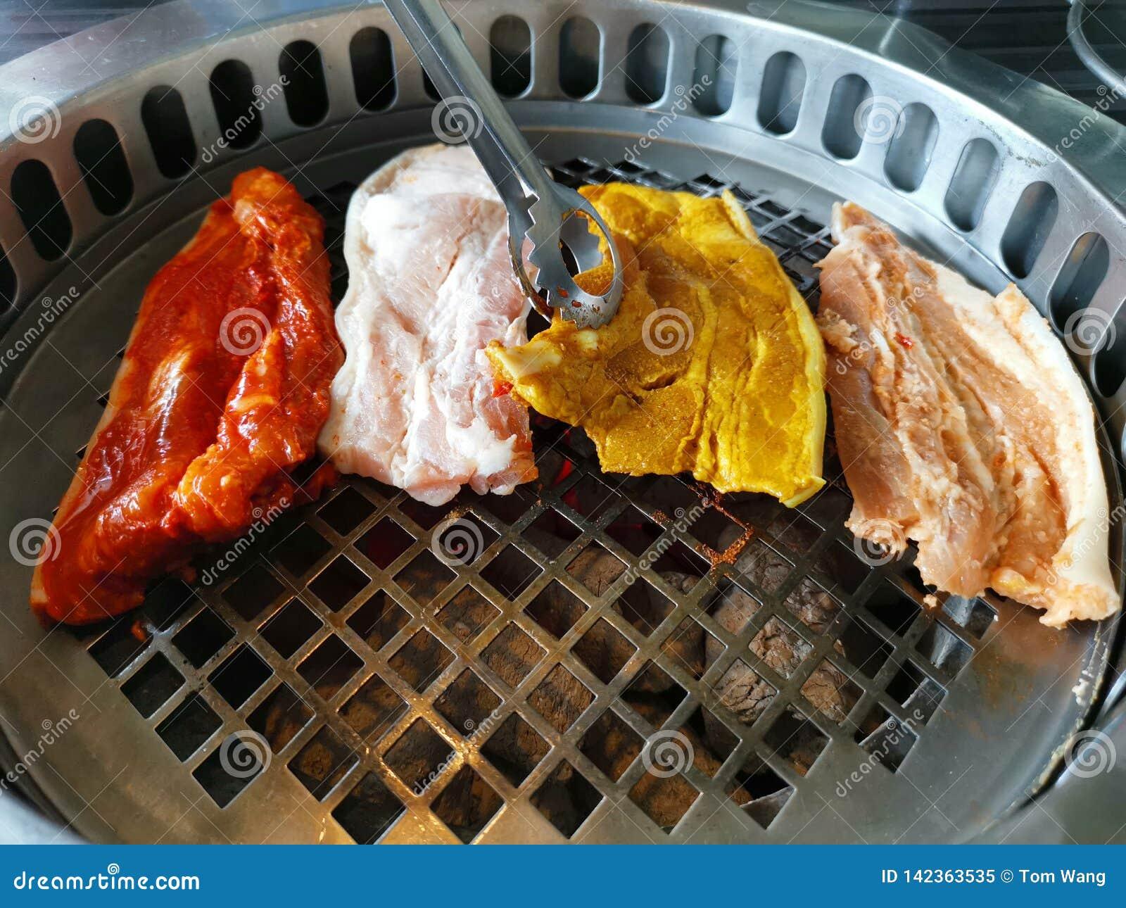 Hoogste mening van vers vlees bij de grill Barbecue