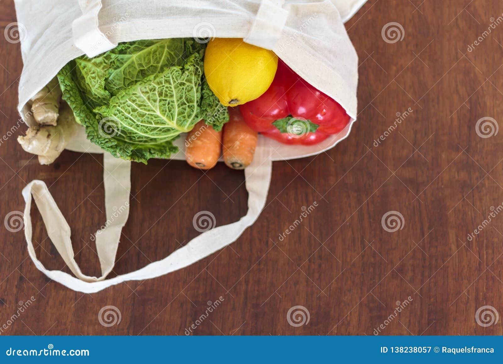 Hoogste mening van Verse organische groenten in katoenen zak Nul Afval, Plastic vrij concept