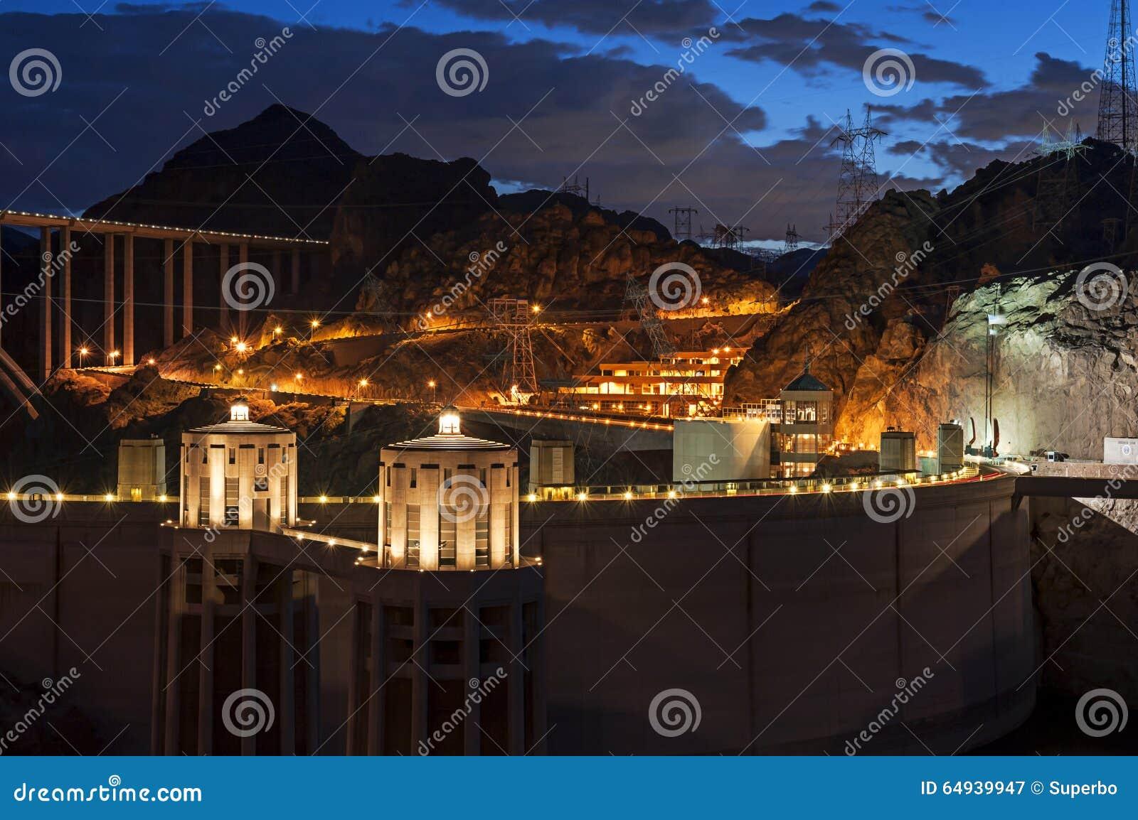 Hooverdam bij schemering