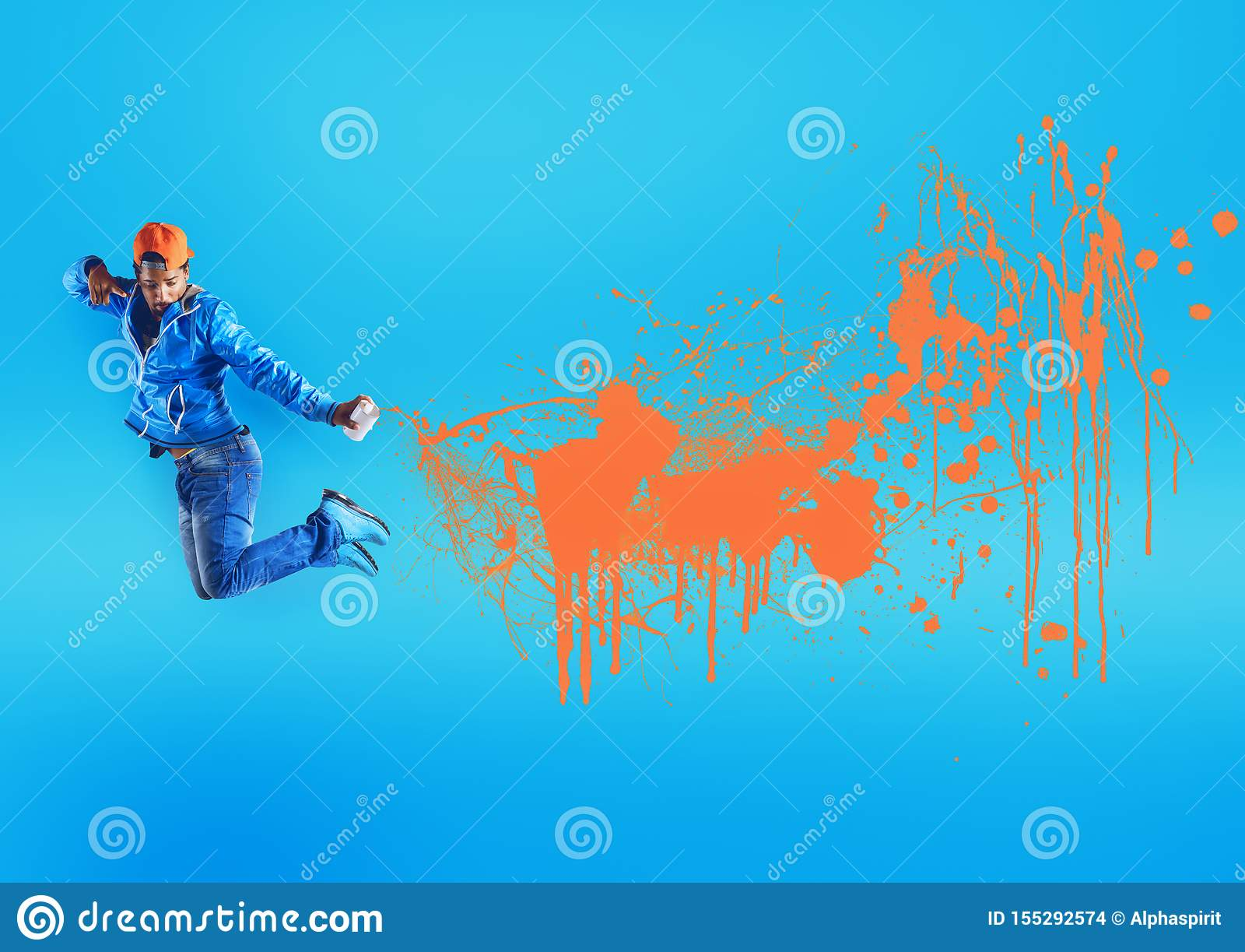 Hoppa den svarta gatapojken besprutar orange färg