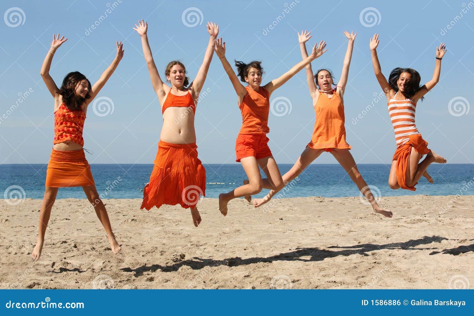 Hoppa för fem flickor