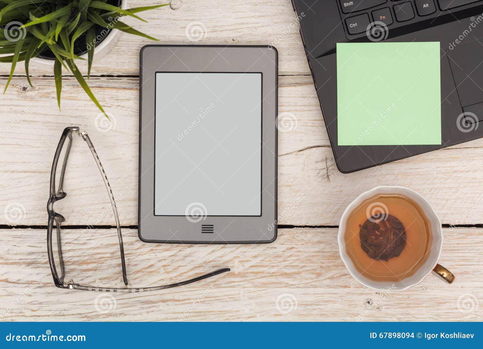 Hora para el ebook con té