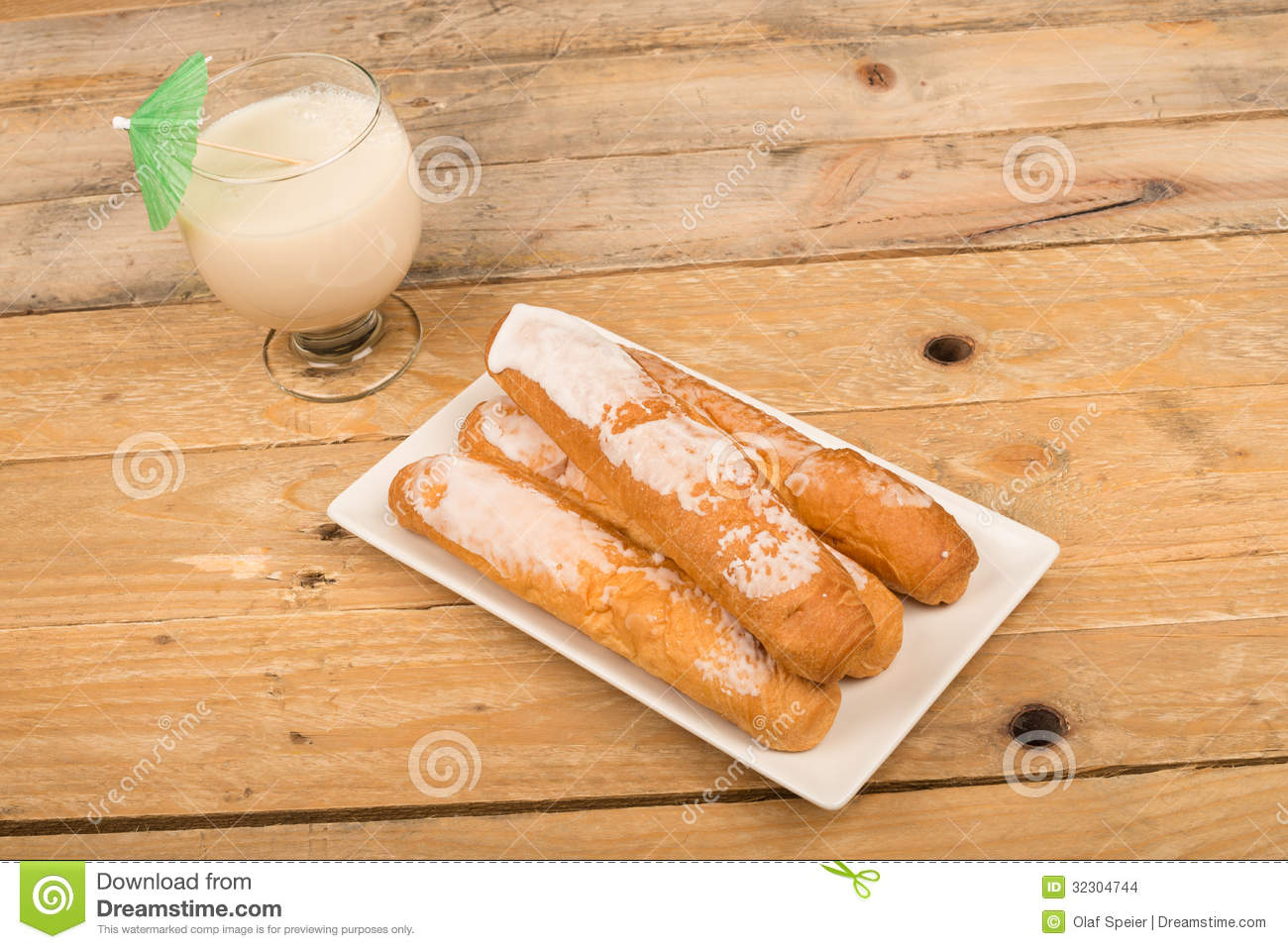 Horchata and fartons in summer stock images image 32304744 - Snack eten ...