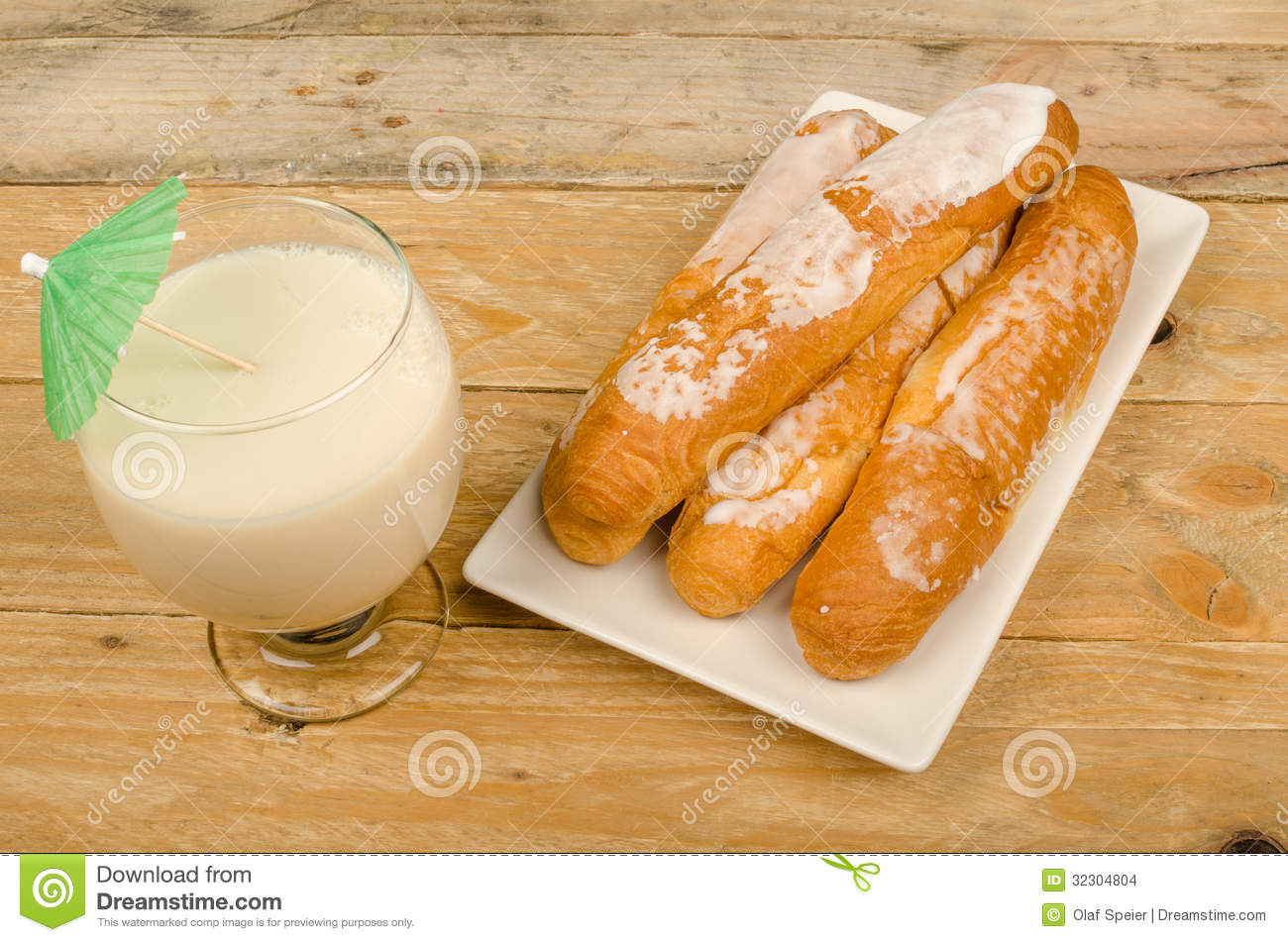 Horchata and fartons stock images image 32304804 - Snack eten ...